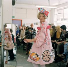 The Turner Prize winning artist hosted a talk at the Sarabande Foundation last night that shed light on his thoughts on gender what he values in a creative life Grayson Perry Art, Lovely Dresses, Flower Girl Dresses, Martin Parr, Jeff Koons, Damien Hirst, Balloon Animals, Meet The Artist, Pattern Cutting