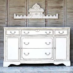 60 White Furniture Makeovers White Distressed Furniture, Antique White Furniture, Distressed Furniture Painting, White Painted Furniture, Antique Paint, Refurbished Furniture, Painting Antique Furniture, Furniture Repair, Paint Furniture