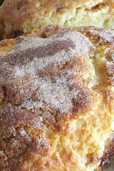 Cinnamon Smear Scones Recipe This incredible-tasting, rich and buttery scone features a butterscotch/cinnamon filling, and a generous shower of cinnamon-sugar on top. Brunch Recipes, Breakfast Recipes, Dessert Recipes, Desserts, Clotted Cream, Baking Scones, Bread Baking, Simply Yummy, What's For Breakfast