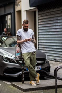 street-style-bearded-man-Paris-casual-white-tshirt-yellow-converse-sneakers-showing-tattoos-arms-photo-leclub-style