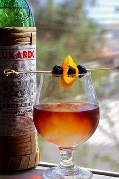 Evolving Manhattan Cocktail, Luxardo Ice Sphere - Taste With The Eyes Bar Drinks, Cocktail Drinks, Yummy Drinks, Cocktail Recipes, Alcoholic Drinks, Drink Recipes, Beverages, Cocktail Ideas, Fancy Drinks