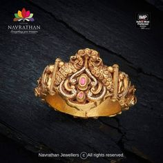 Check out gorgeous Indian heritage jewellery collections from this brand. Antic Jewellery, India Jewelry, Temple Jewellery, Gold Jewellery, Best Jewellery Design, Antique Jewellery Designs, Fashion Jewelry, Women Jewelry, Trendy Jewelry