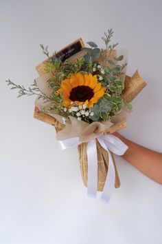 Sunflower 向日葵花束 • 报纸 newspaper • Sunflower 👉🏼 Rm 80 • Free Cocotina Gift Card : Write Message  👉🏼 #向日葵花束 #太阳花花束 #向日葵手花 #祝贺花束 #韩式花束 #新款花束 #特别花束 #大体花束 #毕业花束 #Graduation  #生日花束 #Congratsbouquet #Flowerballoon #Sunflowerbouquet #Pandamart #FoodPanda #Pandashop  #johorflorist #floristjohor #jbflorist #flowerstagram #flowerbouquet #koreastylebouquet #handbouquet #花店 #新山花店 #florist #小天使花店 #小天使花屋 🌾 instagram@angelfloristgiftcentre ✉️ angelfloristgiftcentre@hotmail.com 🕊…