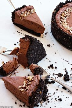 Hazelnut Chocolate Cheesecake | urbanbakes.com