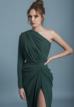 Rhea Costa Dresses are designed modern yet timeless, young yet ageless, elegant yet relaxed. Event Dresses, Dance Dresses, Formal Dresses, Long Sleeve Evening Dresses, Evening Gowns, Fashion Design Sketches, Couture Fashion, Designer Dresses, Party Dress