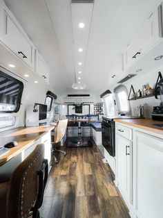 The after photos from our vintage Airstream renovation! Airstream Remodel, Airstream Renovation, Airstream Interior, Vintage Airstream, Vintage Trailers, Vintage Campers, Black And White Furniture, Bus Living, Tiny Living