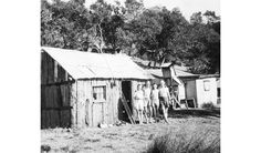 A historic photo of a coastal shack at Era Beach in the Royal National Park, NSW. Make Do And Mend, Great Depression, Women's History, Historical Photos, 1920s, Sydney, Coastal, National Parks, Lost