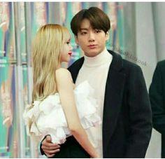 Bts Girlfriends, Dragon Day, Unicornios Wallpaper, K Pop, Bts Twice, Who People, We Get Married, Kpop Couples, Foto Jungkook