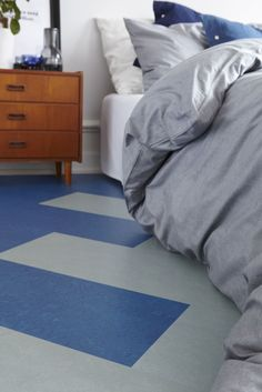 Blått og firkantet på soveromsgulvet med Marmoleum Click fra Forbo Flooring. www.forbo-flooring.no