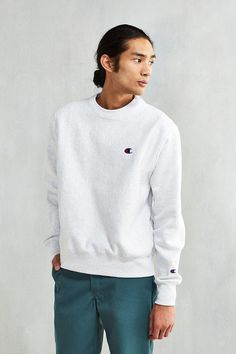 Pin for Later: 26 Above-Average Father's Day Gifts For the Dad Who Has Serious Style A Throwback Sweatshirt Simple, sporty, and a nod to the '90s. Champion Reverse Weave Crew-Neck Sweatshirt ($54)