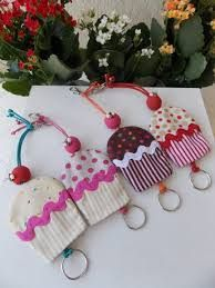 Kit Chaveiro e esconde chave Princesas Cute no Diy Home Crafts, Crafts To Make, Fun Crafts, Small Sewing Projects, Sewing Crafts, Felt Keychain, Key Covers, Craft Show Ideas, Creation Couture
