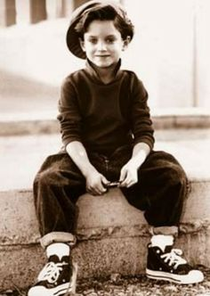 Little Elijah Wood. This so cool!!
