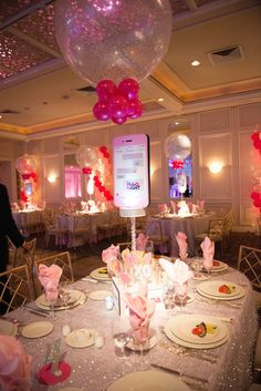 Bat Mitzvah Cell Phone Centerpeces with Large Oversized Balloons {Party by Balloon Artistry} - mazelmoments.com