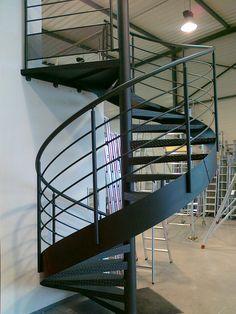 Escalier en colimaçon en acier CAMELIA : vente Escaliers ...