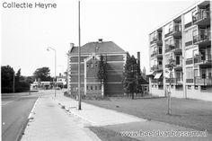 De Brinklaan 1970 voorbij de Wilhelminaschool, de school werd gesloopt in 1971