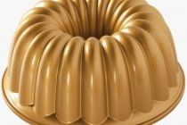 Nordic Ware Non-Stick Round Elegant Party Bundt Cake Pan.Nordic Ware love this pan's simple symmetry and its perfectly-proportioned scallops. Just right for a slice for you and each of your guests. Nordic Ware Bundt Pan, Charlotte Cake, Bundt Cake Pan, Bundt Pans, Bowl Cake, Loaf Pan, Pan Set, Cake Tins, Savoury Cake