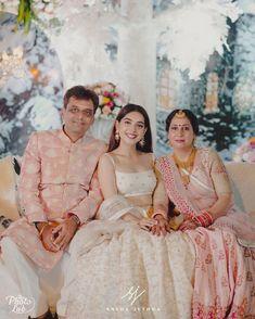 Indian Wedding Wear, Indian Bridal Outfits, Bride Reception Dresses, Bridal Dresses, Engagement Dress For Bride, Bride Sister, Bride Look, Bridal Lehenga, Bird Makeup