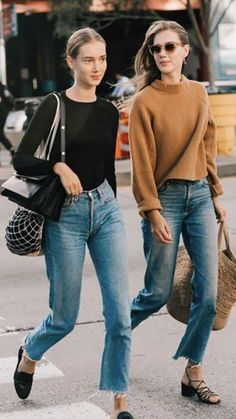 Casual Winter Outfits, Winter Sweater Outfits, Fall Outfits For Work, Fall Fashion Outfits, Women's Fashion, Ripped Mom Jeans, Jeans Boyfriend, Mom Jeans Outfit, Jeans Outfit Summer