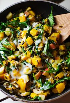 Harvest Wild Rice Skillet: a 30-minute vegetarian dinner featuring the best foods of fall. 230 calories. | pinchofyum.com..with wild rice, butternut squash, kale and provolone.