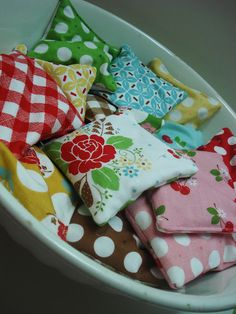A pretty bowl of handwarmers ready for winter (tutorial)