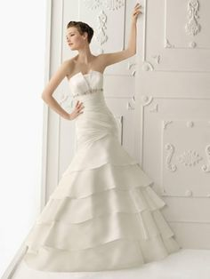 Die schönsten Designer Brautkleider 2014. Ratgeber: Suche nach dem perfekten Brautkleid. Brautgeschäft in deiner Nähe. Vielen Bilder und Trends 2014.