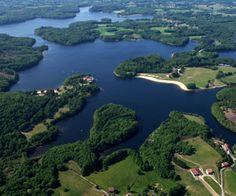 Vue aérienne du lac de Saint-Pardoux