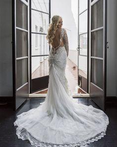 #regram: @intertwinedevents  Blushing bride. (Venue: @redbirdla | @vibianaevents / Planning:  @intertwinedevents / Beauty: @designvisage / Photogrpahy: @thebigaffair / Dessert: @sweetnsaucyshop / Florals: @penelopepotsfloraldesign / Photobooth: @pixsterphotobooth)