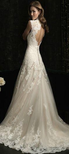 Vestido de novia de seda con encajes que le otorgan detalles únicos, para que así puedas lucir hermosa en una noche tan especial.
