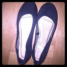 Navy blue flats These navy blue flats are extremely comfortable. In perfect condition - only worn once. Joyce Leslie Shoes Flats & Loafers