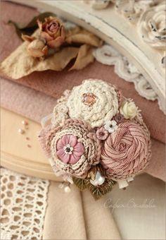 """Купить Брошь """"Утренние розы"""" - брошь, брошь ручной работы, текстильная брошь, брошь из ткани:"""
