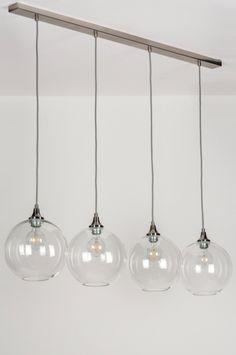 artikel 11480 Deze schitterende hanglamp bestaat uit vier glazen bollen.  https://www.rietveldlicht.nl/artikel/hanglamp-11480-modern-eigentijds_klassiek-landelijk-rustiek-design-retro-transparant_kleurloos-glas-helder_glas