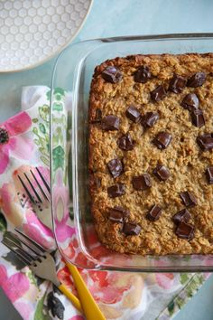 Chocolate Chip Oat Bars // not bad, but not my favorite either, definitely think I've had better uses of old bananas. Paleo Sweets, Paleo Dessert, Dessert Recipes, Desserts, Low Carb Donut, Paleo Chocolate Chip Cookies, Protein Cake, Oat Bars, Glass Baking Dish