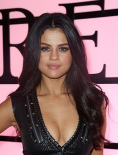 November 10: Selena inside the 2015 Victoria's Secret Fashion Show in New York City, NY [HQs]