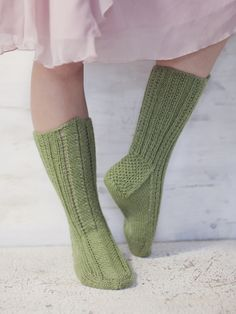 Pretty hand-knitted socks worked in Novita 7 Veljestä Brothers) yarn with a french heel and a pattern stitch in front. Wool Socks, Knitting Socks, Hand Knitting, Knitting Patterns, How To Start Knitting, Pretty Hands, Knitting Videos, Yarn Colors, Leg Warmers