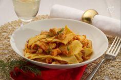 I maltagliati al ragù di pesce sono un primo piatto ricco di pasta fresca all'uovo condita con un ragù di pesce dal sapore delicato