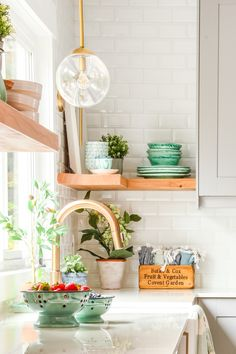 Home Decoration Ideas Inspiration Choosing the Right Lighting Combination for your Kitchen Renovation Boho Kitchen, Farmhouse Style Kitchen, Kitchen Styling, Kitchen Decor, Kitchen Ideas, Ikea Kitchen, Rustic Kitchen, Kitchen Island, Blue Home Decor
