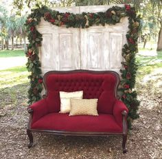 Precious Tips for Outdoor Gardens In general, almost half of the houses in the world… Christmas Photo Booth, Christmas Backdrops, Christmas Tree Farm, Christmas Minis, Outdoor Christmas, Photobooth Christmas, Holiday Photos, Christmas Pictures, Christmas Wedding Themes