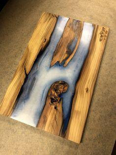 Engraved Cutting Board, Wood Cutting Boards, Diy Cutting Board, Epoxy Wood Table, Epoxy Resin Wood, Wood Furniture Store, Resin Furniture, Diy Resin Art, Resin Crafts