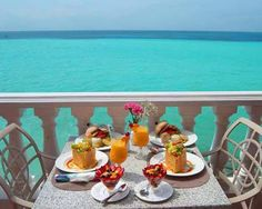 Fresh cuisine and acclaimed chefs make dining in Bermuda so much more delicious... And even more so when paired with island views! http://www.gotobermuda.com/what-to-do/dining-explorer/