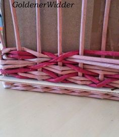 Willow Weaving, Basket Weaving, Weaving Designs, Paper Weaving, Newspaper Crafts, Quilling, Clothes Hanger, Doll Clothes, Diy And Crafts