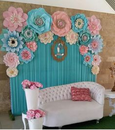 Party ideas for a kids party Flower Wall Backdrop, Wall Backdrops, Giant Flowers, Paper Flowers Diy, Birthday Decorations, Wedding Decorations, Diy And Crafts, Paper Crafts, Floral Wall