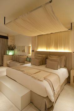 LUXURIOUS BEIGE INTERIOR | Gorgeous beige interior is a dream bedroom decor | http://www.bocadolobo.com/en/ | #luxurybedroom #bedroomdecor