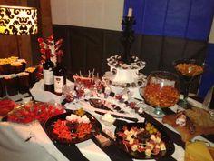 #mesaDeQuesos #carnesFrias #Vinos y pan gourmet para una recepción excepcional.