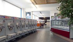 La sala espositiva della nostra azienda è in continuo allestimento. Entrano ed escano macchine per gelato, mantecatori, vetrine espositive, tavoli, sedie ... AZIENDA - ZAMBON FRIGOTECNICA