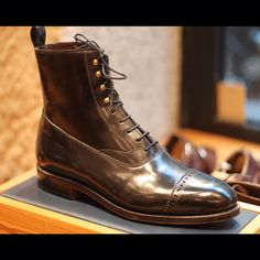 THE SHOEMAKER WORLD Meermin has managed a boot with very elegant lines and interesting details.