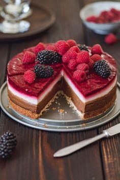 Vegan Gluten-free Chocolate Coconut Raspberry Cake - Barbara Just Gluten Free Pastry, Gluten Free Cakes, Vegan Gluten Free, Lemon Biscotti, Raspberry Cake, Strawberry Cakes, Gluten Free Chocolate, Vegan Cake, Cupcake Cakes