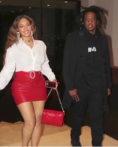 Beyoncé Wearing Alessandra Rich Fall 2020 Collection-Ask and Tell!1966 Magazine Jay Z, Leather Mini Skirts, Leather Skirt, Valentino Sunglasses, Mad Women, Embellished Belt, Black Celebrities, Blonde Wig, Gal Pal
