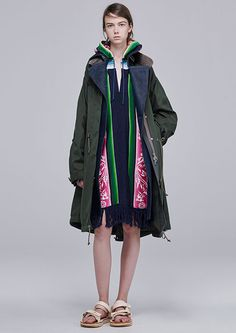 sacaiの新作ウェアを紹介 - ライダース×モッズのボリュームコートや星刺繍のレースドレスなど | ニュース - ファッションプレス