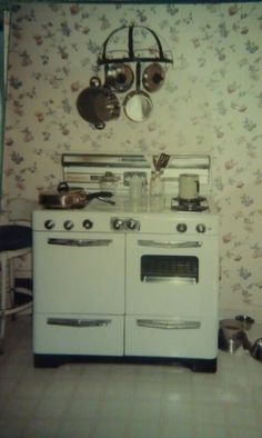 My same vintage stove in the old kitchen