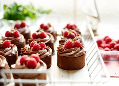 Chocolade rolcake Healthy Dessert Recipes, Delicious Desserts, Yummy Food, Sweet Bakery, Small Cake, Dessert Drinks, High Tea, Mini Cupcakes, Cake Cookies